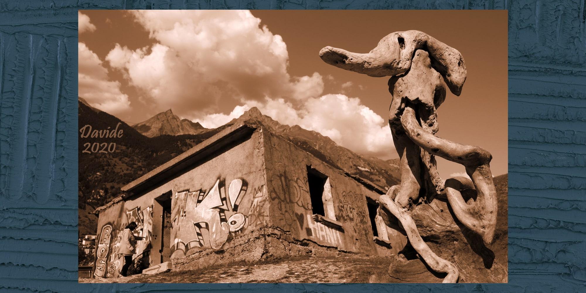 "Davide Tansini, ""Forme sfuggenti #66 – Maison Penchée"", 2020, fotografia digitale. Modane (Savoia, Alvernia-Rodano-Alpi – Val Moriana, Francia)"