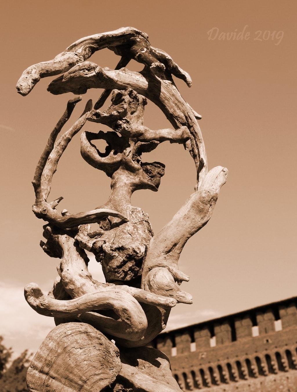 """Davide, """"Forme sfuggenti #36 – Castello Sforzesco"""", Milano (Lombardia – Italia), agosto 2019. © Davide Tansini"""