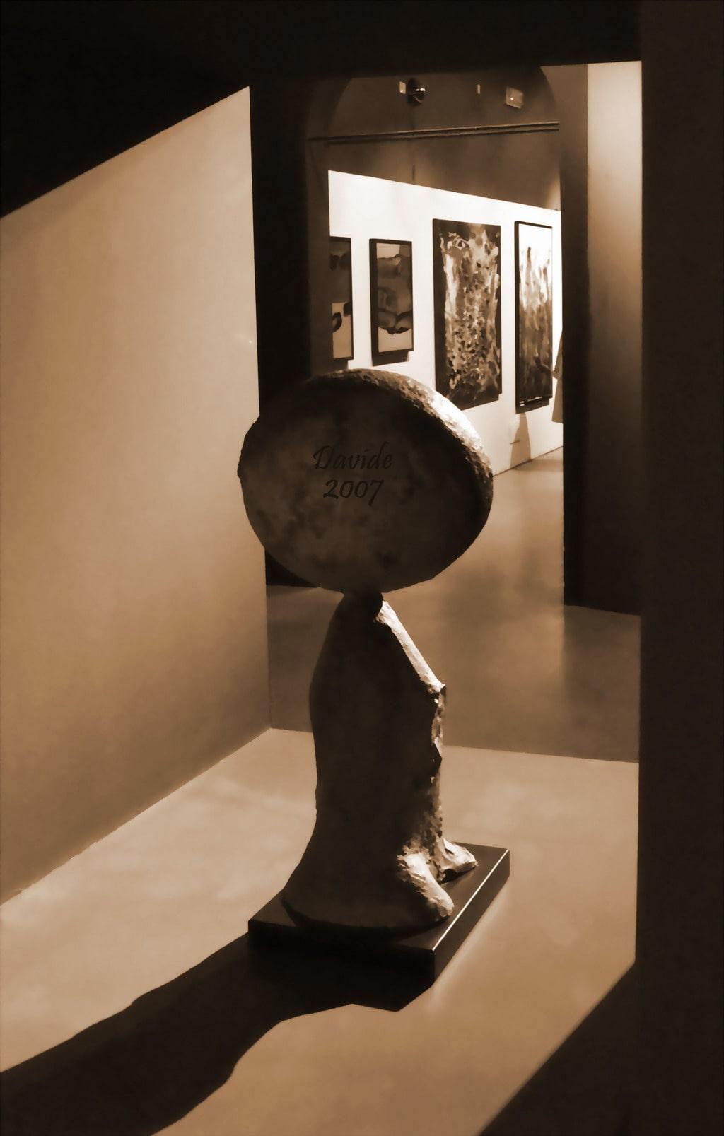 """Davide, """"Scultura in chiaroscuro"""", Pisa (Toscana – Italia), novembre 2007. © Davide Tansini"""